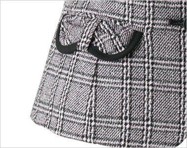リボンフラップの両脇ポケットには黒配色でさりげないポイントに。