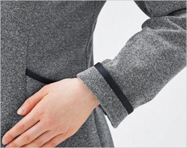 袖口の折り返し仕様で長さ調節が可能。