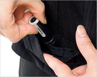 ハンコなどを収納できる小分けポケット