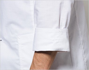 袖を折り返して着用可能