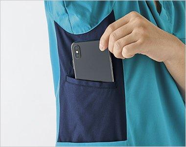 右脇ポケットに大きめのスマホが収納可能