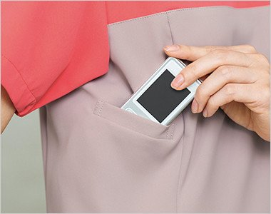 右脇下に重量分散設計のPHS収納ポケットがあり肩こり防止
