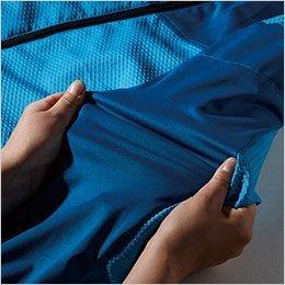 袖、脇にはラミネートストレッチ素材を使用し動きやすい設計